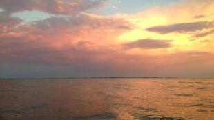 coucher de soleil rivière kayak